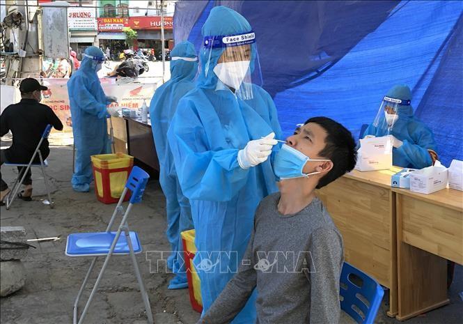 วันที่ 15 กันยายน เวียดนามพบผู้ติดเชื้อโรคโควิด-19 เพิ่มอีก 10,583 รายในขณะที่จำนวนผู้เสียชีวิตจากโควิด-19 ในโลกยังคงเพิ่มขึ้น - ảnh 1