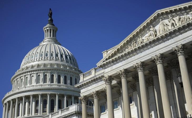 สมาชิกวุฒิสภาสหรัฐเสนอให้เนรเทศเจ้าหน้าที่นักการทูตรัสเซีย 300 คน - ảnh 1