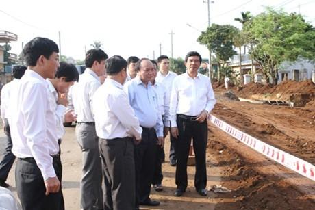 Deputy Prime Minister inspects Ho Chi Minh Highway project - ảnh 1
