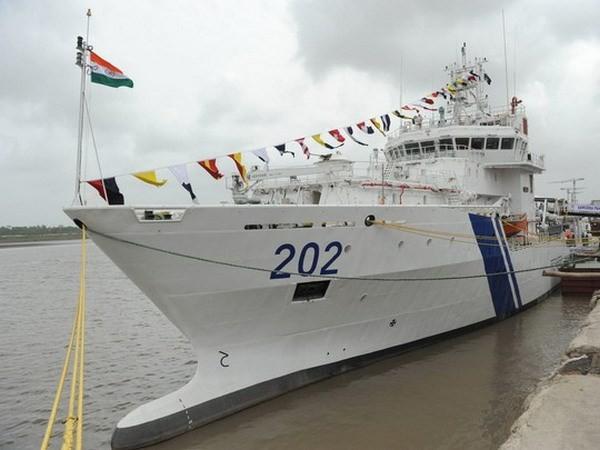 "Indian coast guard ship ""Samudra Paheredar"" docks at Danang - ảnh 1"