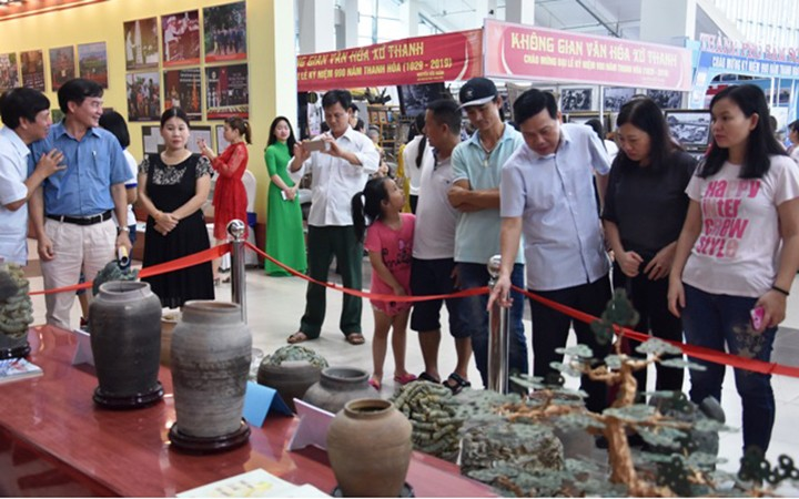 """Exhibition """"Thanh Hoa – Past and Present"""" inspires pride of local traditions - ảnh 2"""