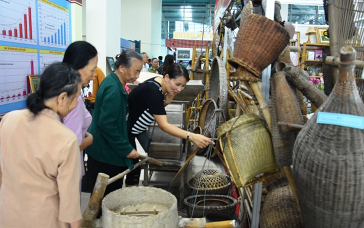 """Exhibition """"Thanh Hoa – Past and Present"""" inspires pride of local traditions - ảnh 3"""