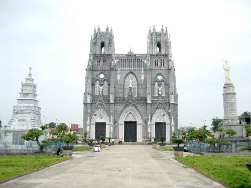 Phu Nhai church, one of four minor basilicas in Vietnam - ảnh 1