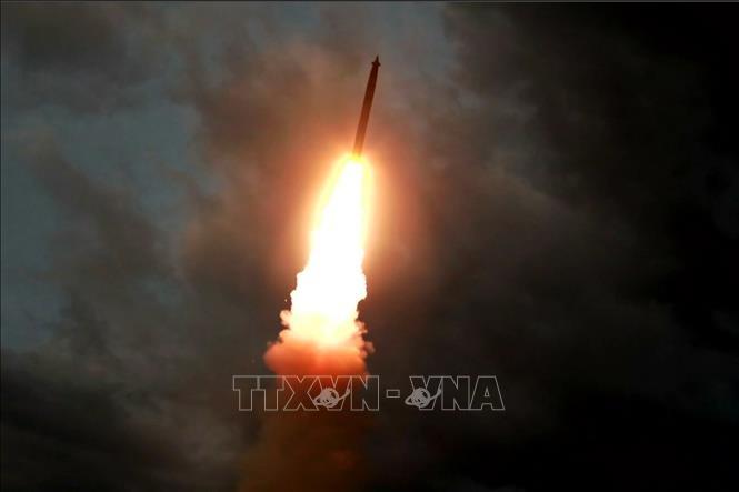 North Korea launches two short-range ballistic missiles - ảnh 1