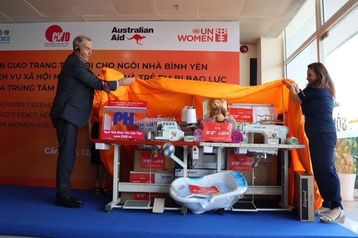 UN helps Vietnam protect women, children of gender-based violence - ảnh 1