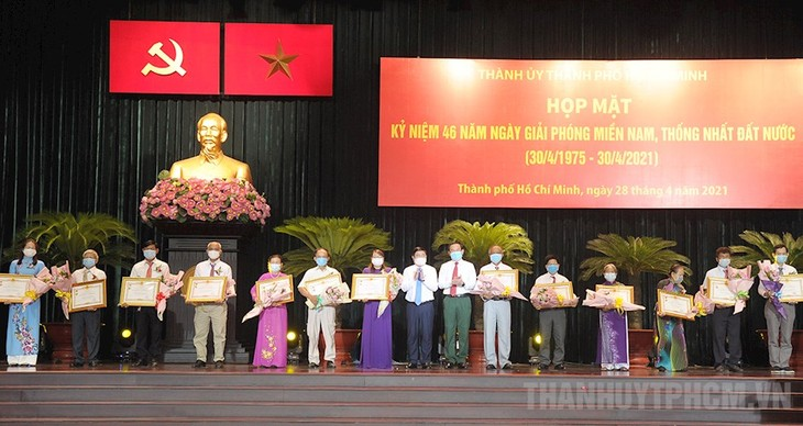 Reunion of war veterans in Ho Chi Minh city ahead of Reunification Day - ảnh 1