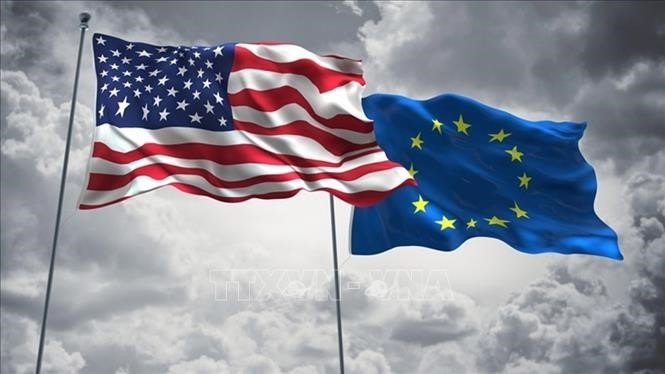 US, EU pledge cooperation to end COVID-19 pandemic - ảnh 1