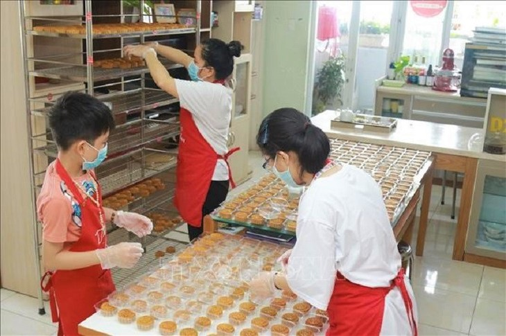 A Mid-Autumn Festival of love and sharing during the COVID-19 pandemic - ảnh 16