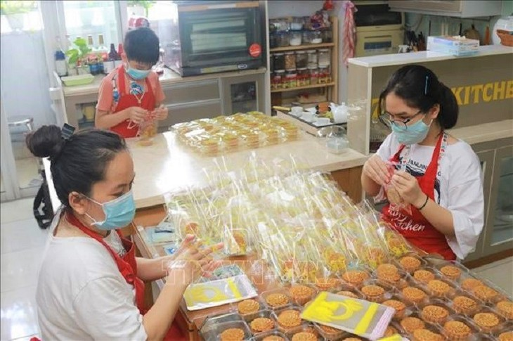 A Mid-Autumn Festival of love and sharing during the COVID-19 pandemic - ảnh 17