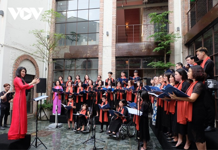 Diversity Choir transcends differences and inspires love - ảnh 2