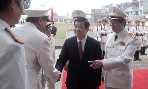 Staatspräsident Truong Tan Sang besucht Sicherheitsbehörde - ảnh 1