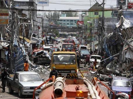 Mindestens 14 Tote bei Bombenanschlägen im Süden Thailands - ảnh 1