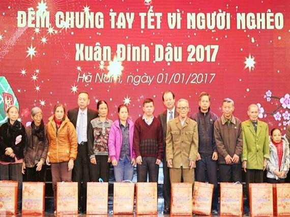 Aktionen für arme Menschen in vielen Städten und Provinzen - ảnh 1