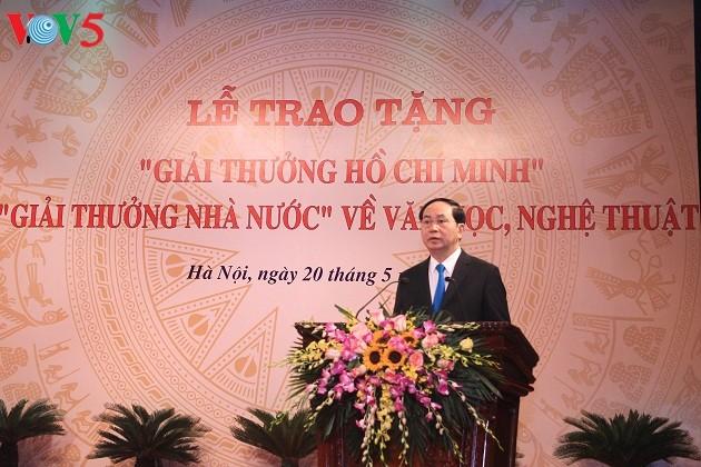 Staatspräsident nimmt an der Verleihung des Ho Chi Minh-Preises teil - ảnh 1