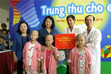 Vizestaatspräsidentin Dang Thi Ngoc Thinh empfängt UNICEF-Vertreter in Vietnam - ảnh 1