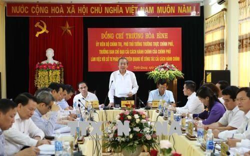 Ständiger Vizepremierminister Truong Hoa Binh tagt mit Vertretern der Behörde in Tuyen Quang - ảnh 1