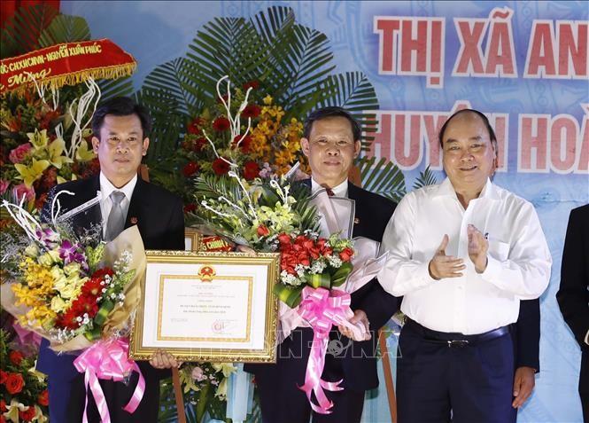 Premierminister Nguyen Xuan Phuc zu Gast bei der Anerkennung der modernisierten Kreisstadt An Nhon - ảnh 1