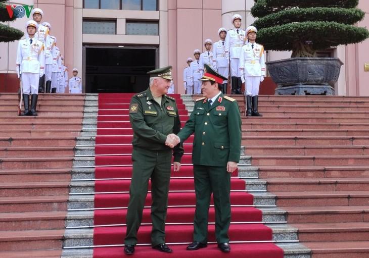 Hochrangige russische Verteidigungsdelegation zu Gast in Vietnam - ảnh 1