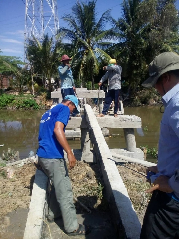 Die Bauern und die gemeinnützigen Brücke auf dem Land - ảnh 1