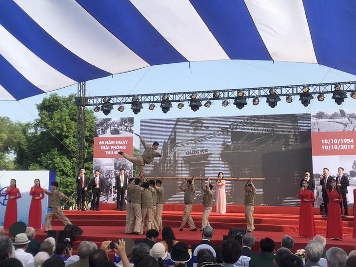 """Programm """"Erinnerungen an Herbst"""" zum Jahrestag der Befreiung der Hauptstadt Hanoi - ảnh 1"""