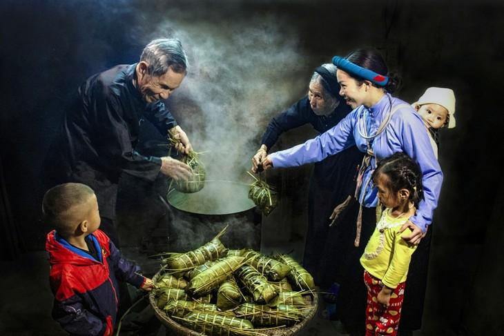 Fotoausstellung über vietnamesische Familien - ảnh 1