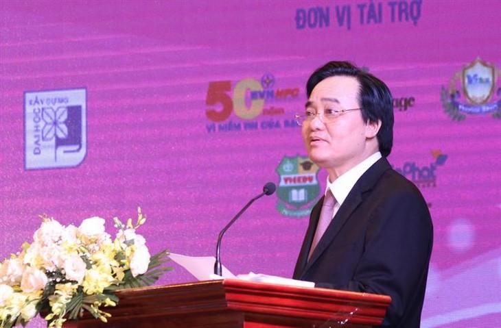 """Auszeichnungsfeier für den Wettbewerb """"Jugendliche lernen und arbeiten nach dem Vorbild Ho Chi Minhs"""" 2019 - ảnh 1"""