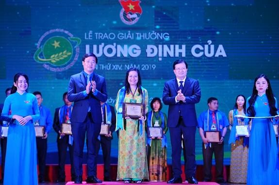 34 hevorragende Bauern werden mit Luong-Dinh-Cua-Preis geehrt - ảnh 1
