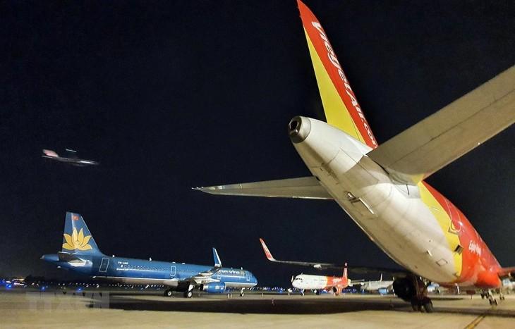 Vietnamesische Fluggesellschaften nehmen Inlandsflüge wieder auf - ảnh 1