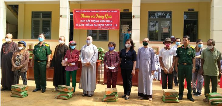 Monat der Wohltätigkeit: Unterstützung für Menschen aus schwierigen Verhältnissen in Binh Phuoc - ảnh 1