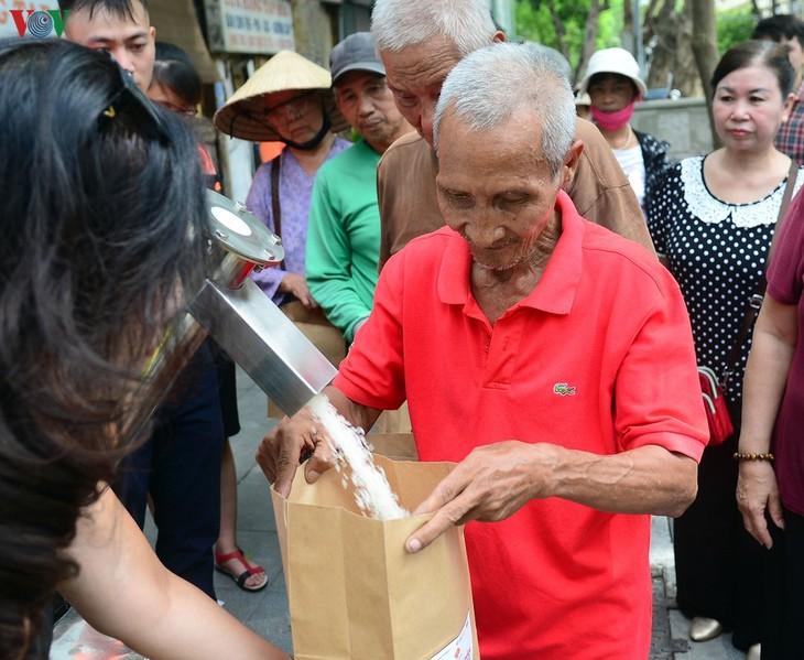 Reisautomat der Stimme Vietnams verbreitet die Barmherzigkeit - ảnh 1