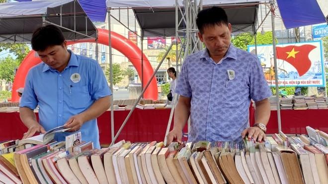 """Buchmesse """"Vietnam book fair tour 2020"""" in Provinz Thua Thien Hue - ảnh 1"""