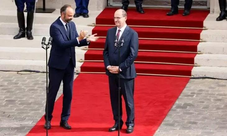Amtsübergabe an den neuen französischen Premierminister Jean Castex  - ảnh 1