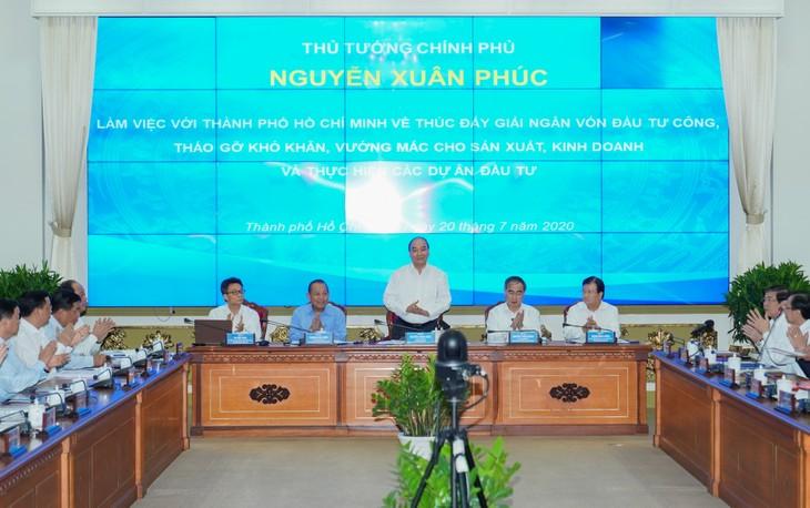 Premierminister tagt mit Leitern von Ho Chi Minh Stadt über Auszahlung öffentlicher Investitionskapitale - ảnh 1