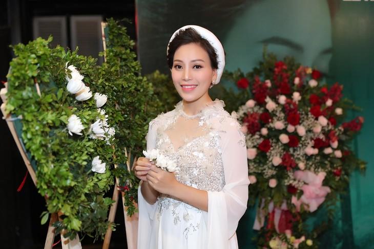 Sängerin Huyen Trang stellt drei Musikvideos über die Liebe in Kriegszeit - ảnh 1