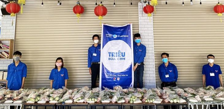 """Programm """"Millionen Mahlzeiten"""" für Bewohner in Da Nang - ảnh 1"""