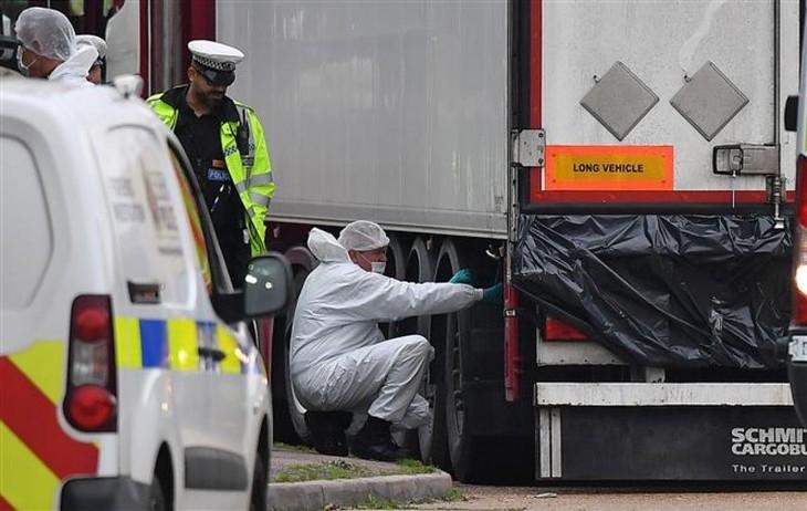 39 Tote im Container in Großbritannien: Zwei Männer wurden wegen Totschlags verurteilt - ảnh 1