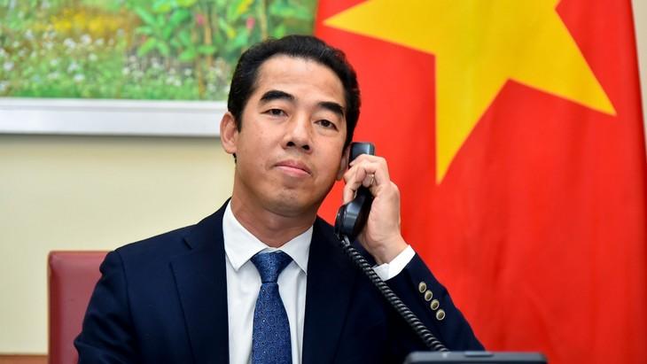 Vizeaußenminister To Anh Dung führt Telefongespräch mit dem Staatsminister des britischen Außenministeriums - ảnh 1