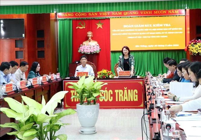 Vizestaatspräsidentin Dang Thi Ngoc Thinh überprüft die Wahlarbeit in der  Provinz Soc Trang - ảnh 1