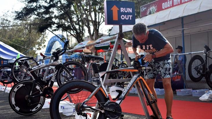 Triathlonrennen Vietnam 2021 in Küstenstadt Vung Tau  - ảnh 1