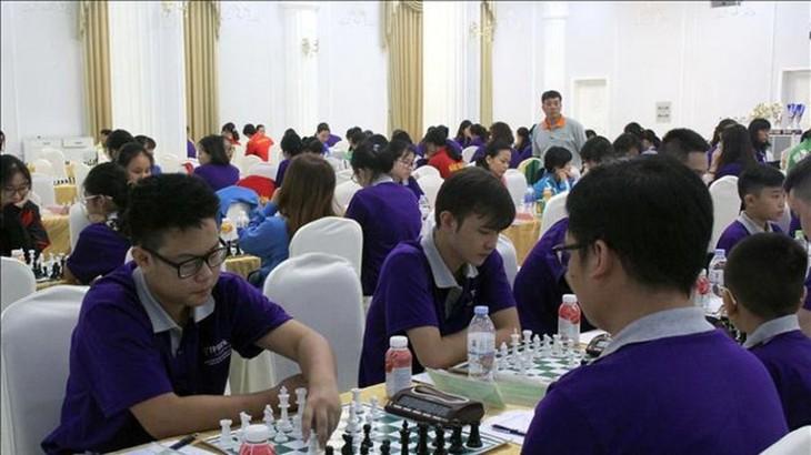 400 Spieler nahmen am nationalen Schachmeisterschaft Cup TPBank 2021 Teil - ảnh 1