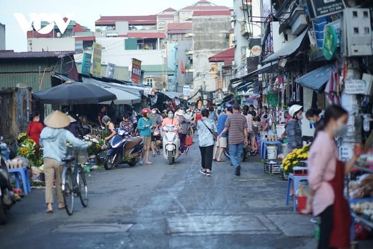Einkauf der Hanoier für das Doan Ngo-Fest - ảnh 1