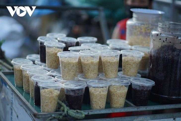 Einkauf der Hanoier für das Doan Ngo-Fest - ảnh 4
