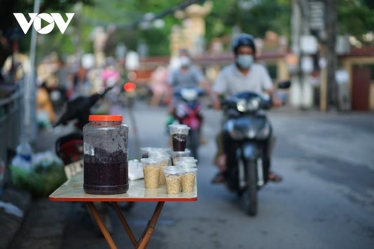 Einkauf der Hanoier für das Doan Ngo-Fest - ảnh 5
