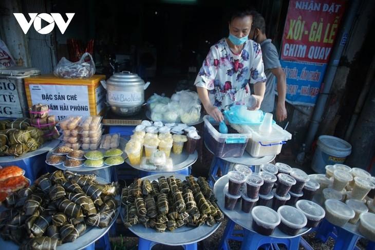 Einkauf der Hanoier für das Doan Ngo-Fest - ảnh 6