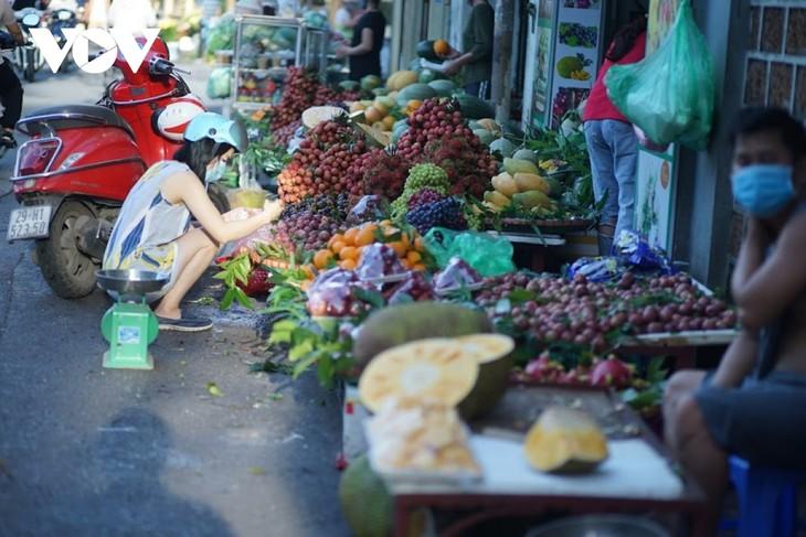 Einkauf der Hanoier für das Doan Ngo-Fest - ảnh 7