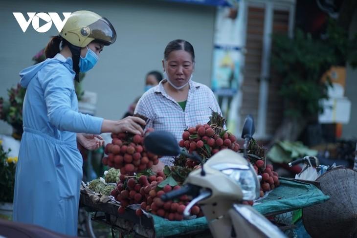 Einkauf der Hanoier für das Doan Ngo-Fest - ảnh 8