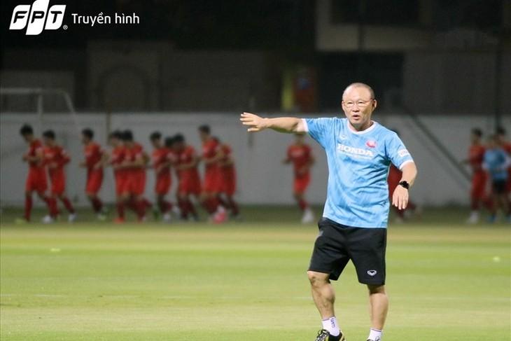 Südostasiens Fußball beeindruckt die Leistung des Trainers Park Hang-seo und der vietnamesischen Mannschaft - ảnh 1
