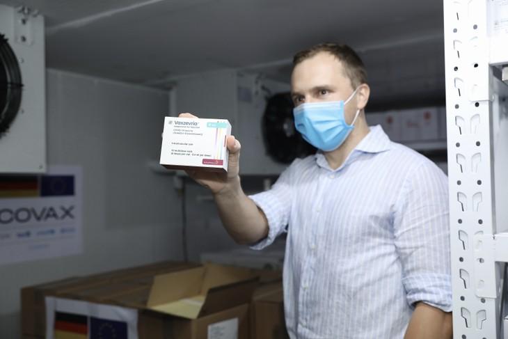 Gemeinsam gegen die Pandemie: Deutschland unterstützt Vietnam mit 852.480 Impfdosen über COVAX - ảnh 1