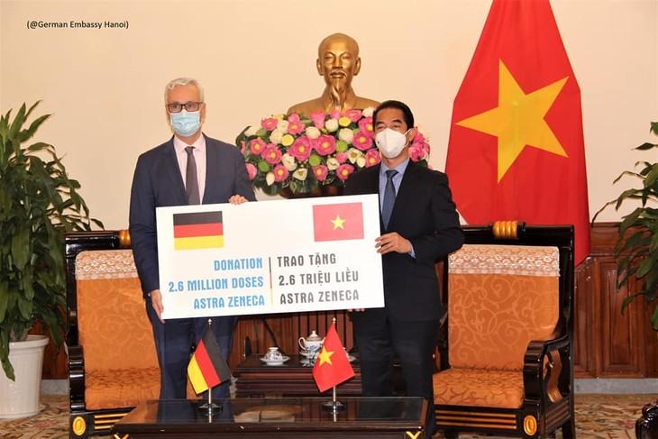 Deutschland unterstützt Vietnam mit weiteren 2,6 Millionen Covid-19-Impfdosen - ảnh 1