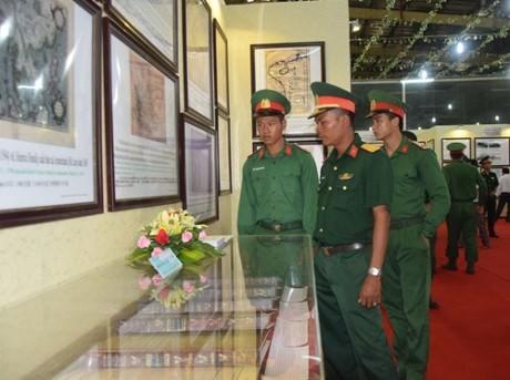 Soc Trang exhibition confirms Vietnam's sea, island sovereignty - ảnh 1